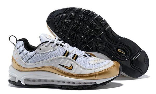 Золотые кроссовки Nike