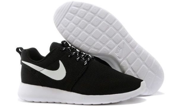Nike Roshe Run (Black/White) черно-белые (35-44)